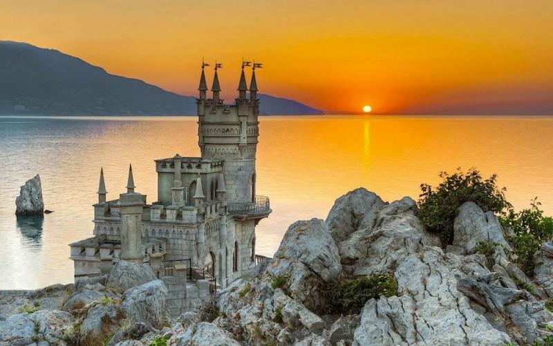 Swallows_Nest_Castle_Ukraine_Wallpaper